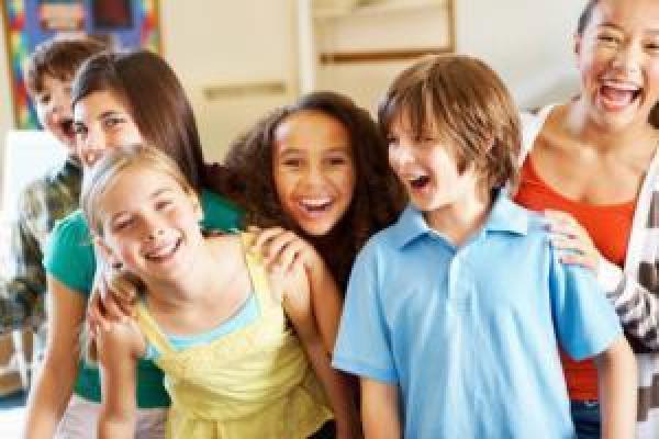 5 signes indiquant que votre enfant est prêt à porter des lentilles de contact